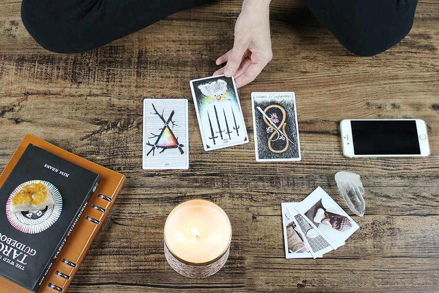 predicting the future with tarot cards